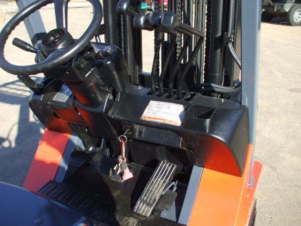 Very Nice Late Model Toyota Forklift 7FGCU25 5,000 Lbs. Capacity Strong LPG  Engine Side Shifter 4 Way Hydraulics 16u0027 Triple Stage Mast
